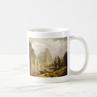 Valle de Yosemite del río de Bierstadt Albert Taza Básica Blanca