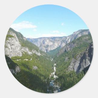 Valle de Yosemite en el parque nacional de Pegatina Redonda