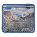 Valle de Yosemite en nieve Funda Para iPads