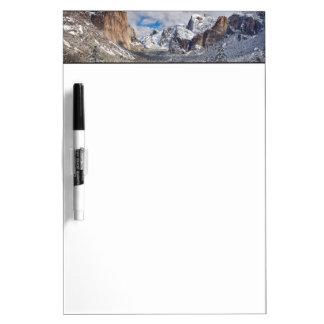 Valle de Yosemite en nieve Tableros Blancos