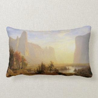 Valle de Yosemite, por Albert Bierstadt Cojines
