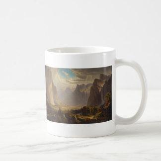 Valle de Yosemite por la colina de Thomas Taza Básica Blanca