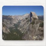 Valle de Yosemite y media bóveda del punto del gla Alfombrilla De Ratones