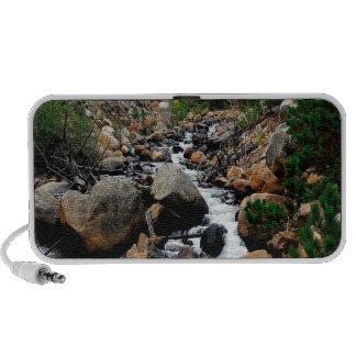Valle del agua de cantos rodados laptop altavoz