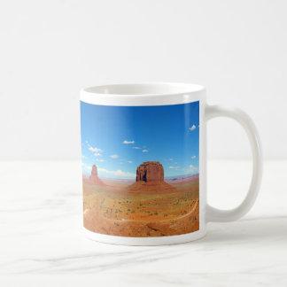 Valle del monumento entre Arizona y Utah Taza De Café