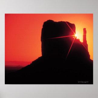 Valle en la puesta del sol, Utah del monumento Posters