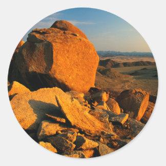 Valle rocoso del afloramiento y del desierto, pegatina redonda