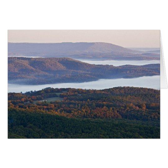 Valles y follaje de otoño de niebla en Ozark Tarjeta De Felicitación
