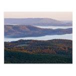 Valles y follaje de otoño de niebla en Ozark Tarjetas Postales