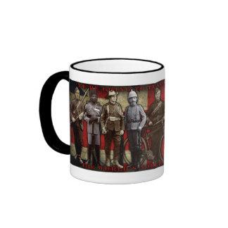 """""""Vamos a enseñarle"""" a la taza de café soldiering"""