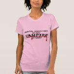 Vampiro del ayudante de dentista por noche camiseta
