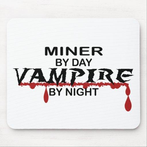 Vampiro del minero por noche alfombrillas de raton