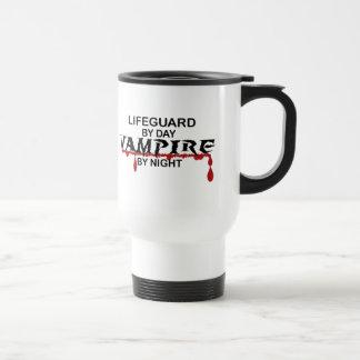 Vampiro del salvavidas por noche taza de viaje
