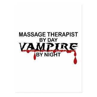 Vampiro del terapeuta del masaje por noche tarjeta postal