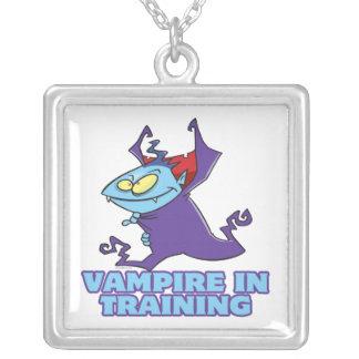 vampiro en el entrenamiento del dibujo animado div colgante cuadrado