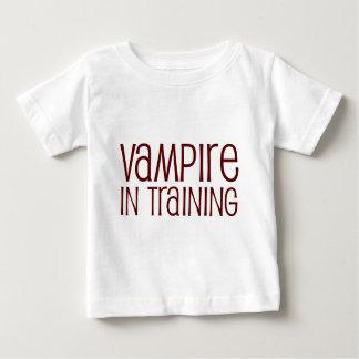 Vampiro en el entrenamiento playera de bebé