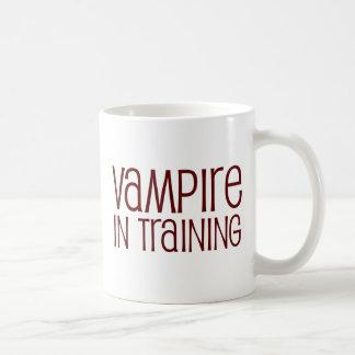 Vampiro en el entrenamiento tazas de café