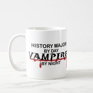 Vampiro importante de la historia por noche taza básica blanca