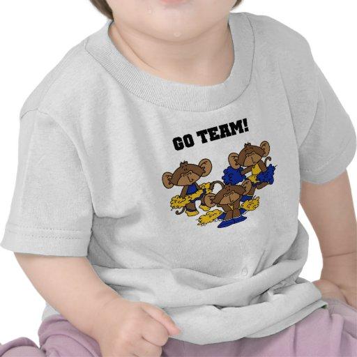 Van el azul del equipo y las camisetas y los