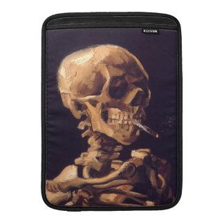 Van Gogh: Cráneo con la quema de Cigaret Fundas MacBook