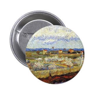 Van Gogh - La Crau con los árboles de melocotón en Pin Redondo 5 Cm