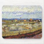 Van Gogh - La Crau con los árboles de melocotón en Tapetes De Ratón