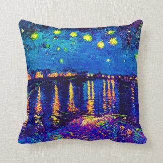 Van Gogh - noche estrellada sobre el arte pop de Cojín Decorativo