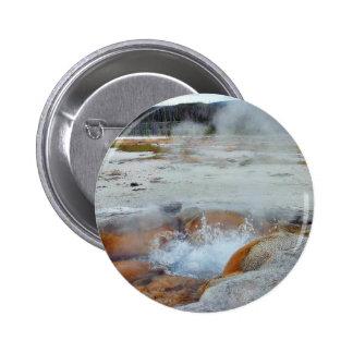 Vapor de los géiseres que hierve Yellowstone Pin