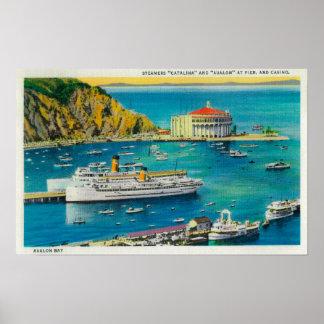 Vapores Catalina y Avalon en el embarcadero, y cas Póster