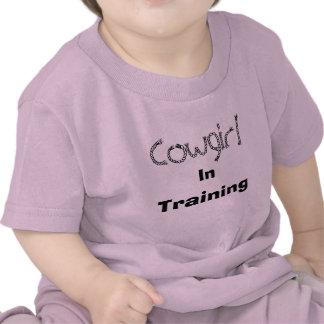 Vaquera adentro entrenando camisetas