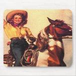 Vaquera en su caballo alfombrillas de ratón