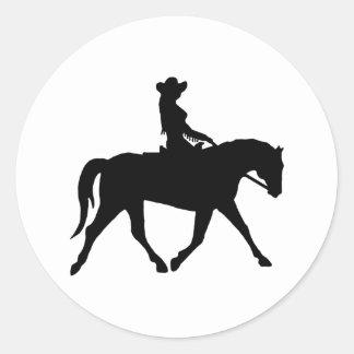 Vaquera que monta su caballo pegatina redonda