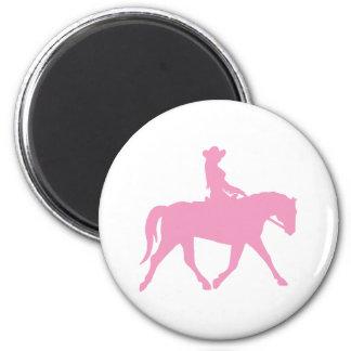 Vaquera que monta su caballo (rosa) imán de frigorífico
