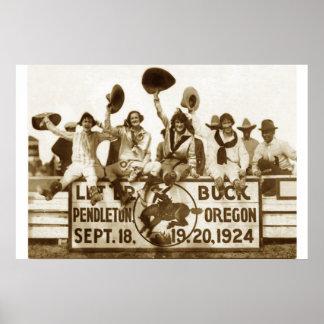Vaqueras en el rodeo posters