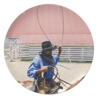 Vaquero a caballo con el lazo, rancho de George, Platos De Comidas