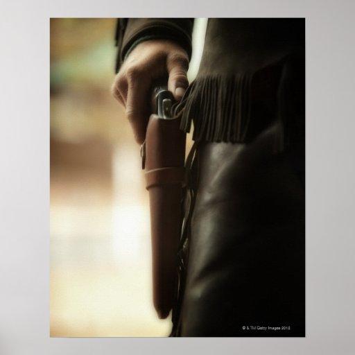 Vaquero con el arma en pistolera poster