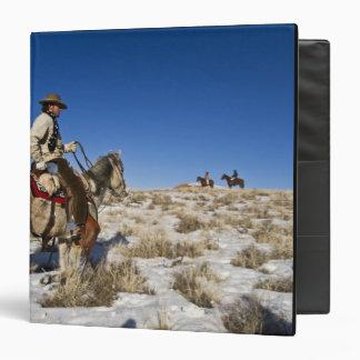 """Vaquero con los caballos en la gama en la guarida carpeta 1 1/2"""""""