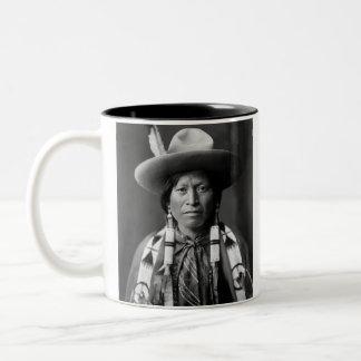 Vaquero de Jicarilla Apache Taza De Dos Tonos