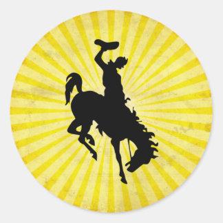 Vaquero en Bronc Bucking amarillo Pegatinas Redondas