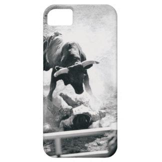 Vaquero en la tierra después de caer apagado toro iPhone 5 Case-Mate protectores