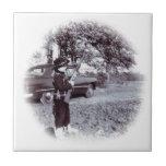 Vaquero lindo de la foto del vintage pequeño con e azulejos cerámicos