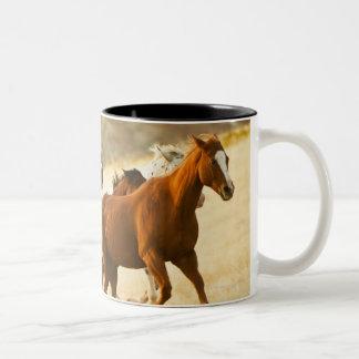 Vaquero que reúne los caballos 3 taza de café de dos colores