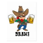 Vaquero que sostiene las tazas de cerveza tarjetas postales
