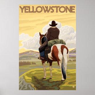 Vaquero y caballo - parque nacional de Yellowstone Póster