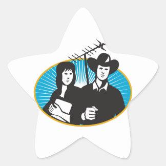 vaquero y chica que sostienen las antenas al aire pegatina en forma de estrella