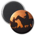 vaqueros en el imán de los caballos