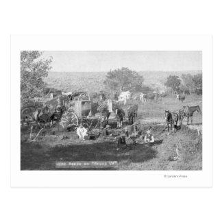 Vaqueros que comen alrededor de una fotografía del postal