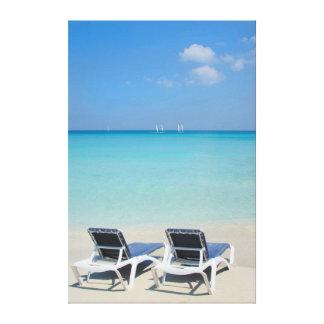 Varadero, Cuba. Sillas de la arena y de playa Impresión De Lienzo