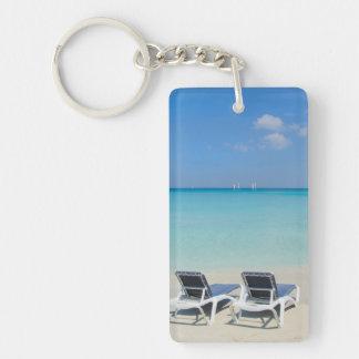 Varadero, Cuba. Sillas de la arena y de playa Llavero Rectangular Acrílico A Doble Cara