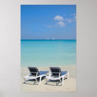 Varadero, Cuba. Sillas de la arena y de playa Póster